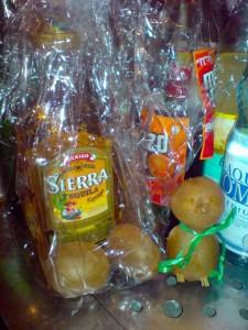 Goldener Tequila und Kiwis