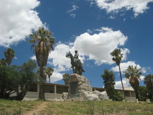 Reiterdenkmal und Alte Feste