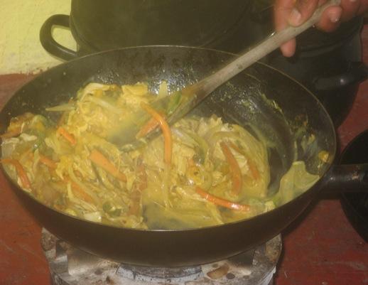 Pfanne mit Hühnchen-Spinat-Curry